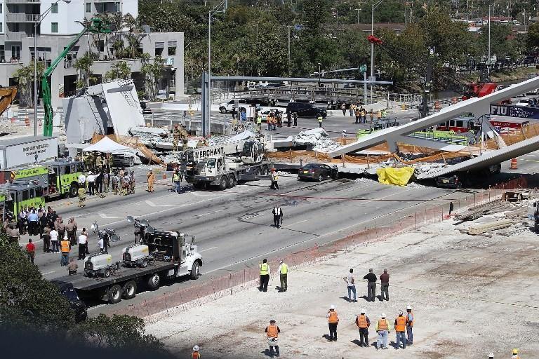Miami/ Crolla un ponte pedonale, 4 persone morte nelle auto schiacciate