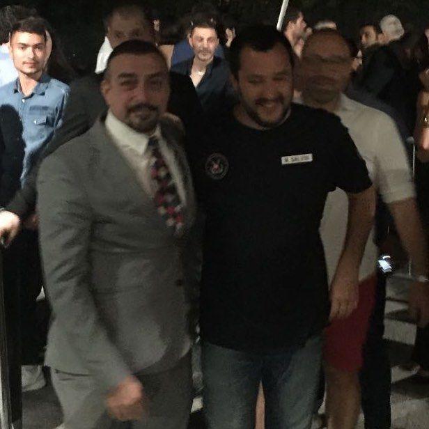 Matteo Salvini nella discoteca in cui fu accoltellato Niccolò Bettarini