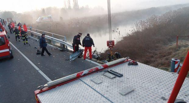 Carlino, auto finisce nel fiume Cormor: trovata all'alba, 2 morti