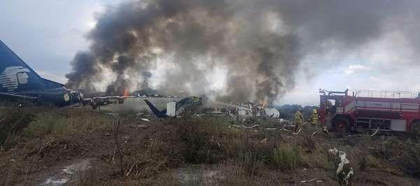 Messico, aereo precipita con 101 persone a bordo : Il miracolo... sono tutti salvi