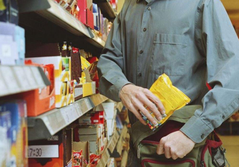 Morto per 10 euro! Ruba un dentifricio al supermercato, anziano muore d'infarto all'arrivo della polizia