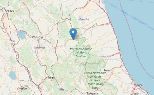 Terremoto Oggi Marche : Crollato un campanile a Muccia, scuole chiuse e treni fermi