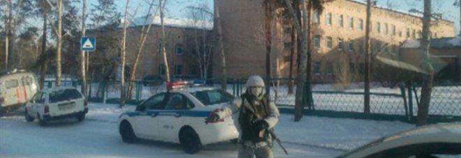 Siberia - Aggredisce i compagni con l'ascia e da fuoco alla scuola : Feriti 7 ragazzini, 2 sono gravi