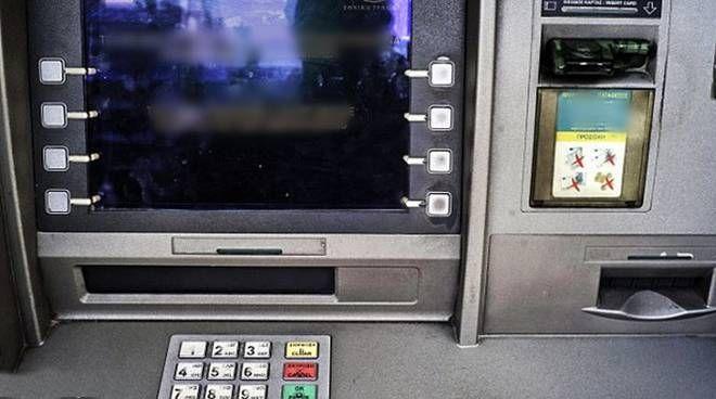 San Vito: ladri fanno esplodere il bancomat