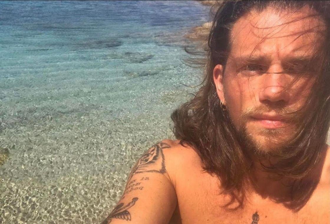 Enrico Nigiotti alle Maldive... la foto fa impazzire il web e anche Laura Pausini