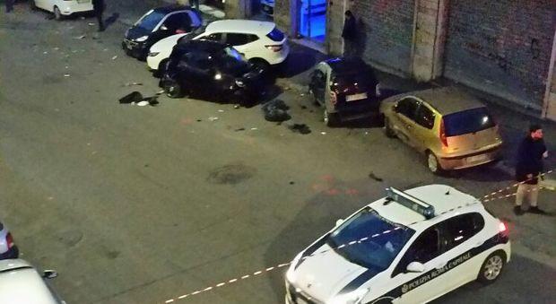 Si sente male alla guida del camion : Travolge 17 auto in sosta e poi muore in strada