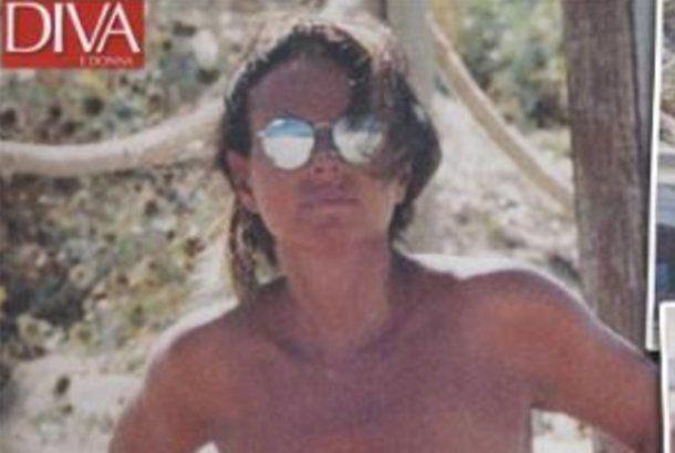 Paola Perego in topless a Formentera... super sexy a 51 anni