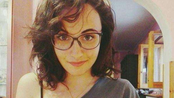 Giulia Romano muore di tumore a 22 anni prima di laurearsi : l'Università le conferisce il titolo
