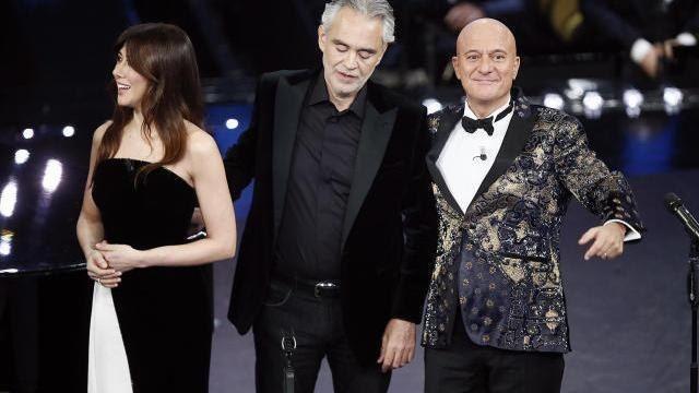 A Sanremo gaffe Claudio Bisio con Andrea Bocelli