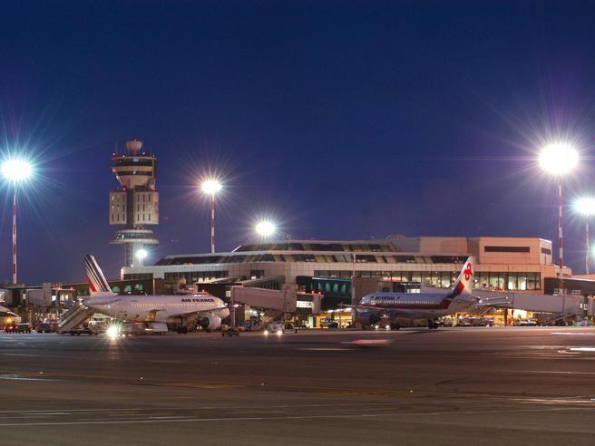 UFO a Malpensa? Scatta l'allarme per un oggetto in volo sull'aeroporto