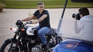 George Clooney trasportato al pronto soccorso di Olbia : Incidente con la moto