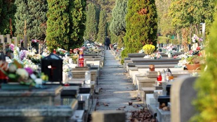 La Moglie muore! 60enne si spara sulla sua tomba per l'immenso dolore