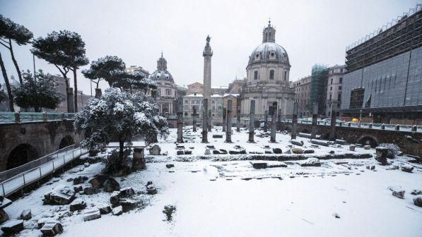 Campania, torna la neve: domani scuole chiuse