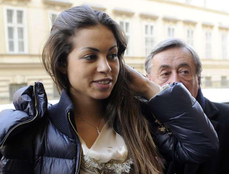 Falso, quereliamo! Karima ricevette 5 milioni da Berlusconi