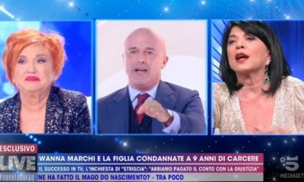 Gianluigi Nuzzi tagliati le pal**! A Live Stefania Nobile senza freni