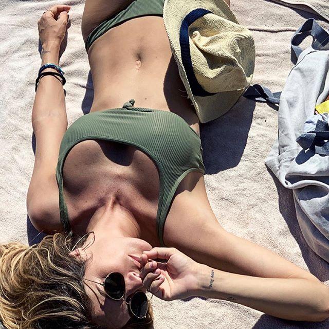 Eleonora Pedron e il primo topless bollente con Fabio Troiano