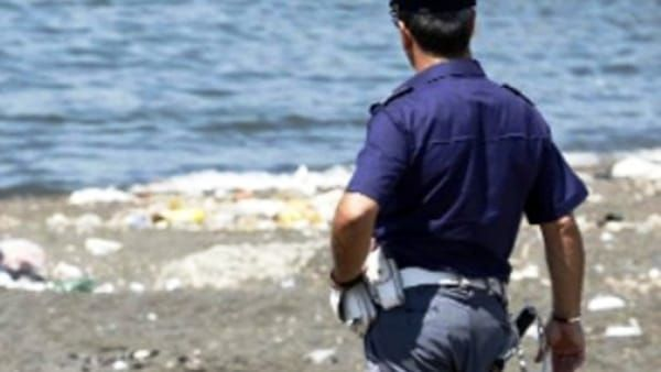 Trovato un teschio umano in spiaggia tra Cagliari e Capoterra