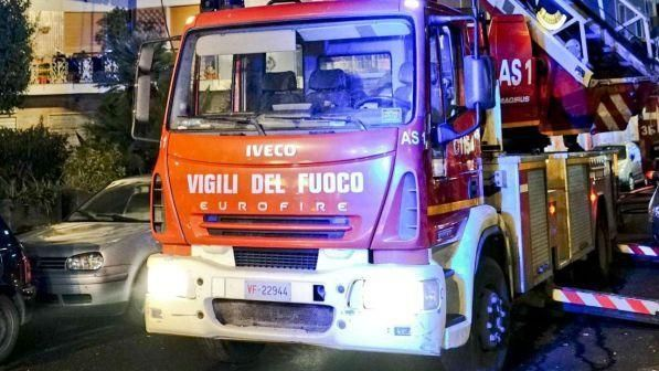 Milano : Vigile del fuoco muore nel crollo di un capannone