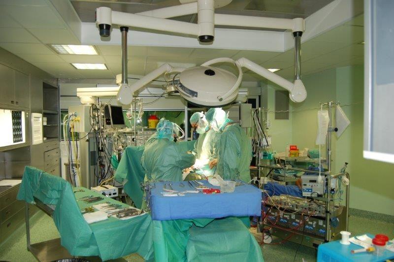 Salvato un paziente all'Ospedale del cuore di Massa affetto da una grave forma di endocardite con un raro e difficile intervento