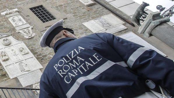 Roma, ancora scandalo vigili : Circa 700 di loro esonerati dai servizi esterni. Ecco perchè