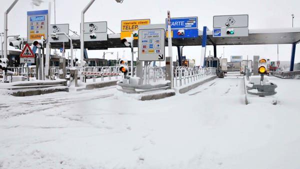 Neve in autostrada, Autostrade per l'Italia raccomanda : Evitate spostamenti domenica 25 febbraio