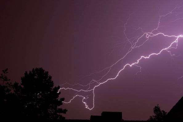Salerno, tempesta di fulmini sul Cilento : Due uomini finiscono in ospedale, uno è grave