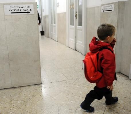 Il sindaco di Domodossola : Bimbi separati dai migranti per le vaccinazioni all'Asl