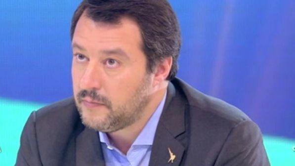 Ragazza non serve il gelato a Matteo Salvini perché razzista