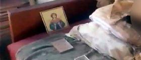 Ucraina : Per 30 anni vive con i resti mummificati della madre in casa