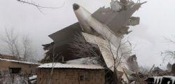 Aereo turco precipita in Kirghizistan: almeno 37 morti