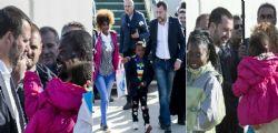 Matteo Salvini accoglie 51 Migranti : Questi bambini diventeranno italiani