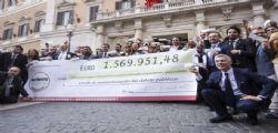 Parlamentari M5S restituiscono oltre un milione e mezzo di euro