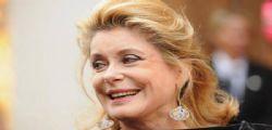 Malore per Catherine Deneuve: l'attrice 76enne è in gravi condizioni