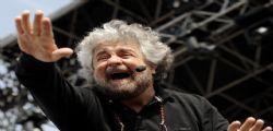 Beppe Grillo Attacca : Berlusconi evade, Paese ostaggio