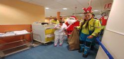 Volontari della Fraternita di Misericordia consegna doni ai bimbi dell'Opa e della Pediatria del Noa di Massa