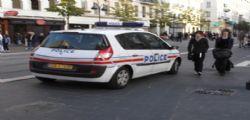 La polizia uccide clochard armato di coltello che aveva appena tentato di suicidarsi