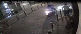 Napoli : Ragazzo aggredito da un branco in moto - Video