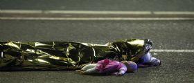 Attentato Nizza, il corpo senza vita di una bimba accanto alla sua bambola