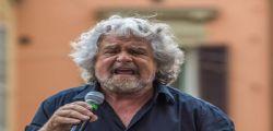 Governo, torna in campo Beppe Grillo e ne ha per tutti! PD e 5 Stelle, non risparmia nessuno
