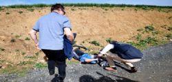 Video Parigi-Roubaix : Nessuno si ferma a soccorrere Michael Goolaerts morto per infarto