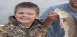 Il piccolo Colton è morto! Spara e uccide il figlio di 9 anni durante una battuta di caccia