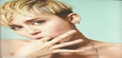 Miley Cyrus hot : lato b e senza veli in vacanza alle Hawaii