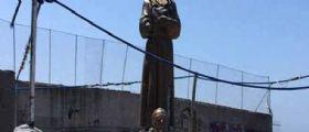 Decapitata la statua di Padre Pio : Incidente o profanazione?