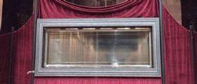 Torino : Un volto inquietante sulla teca della Sacra Sindone