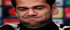 Dani Alves chiede scusa po le parole inadeguate sulla morte di Astori : Balotelli lo attacca