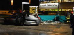Varese, tragico incidente a Saronno : Auto contro camion, muoiono due sedicenni e un ventenne