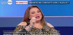 Serena Grandi denuncia: Molestata da un prete, da piccola costringeva me e una mia amichetta a baciarci