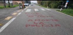 Tragedia Trieste, la scritta choc : Due porci in meno, polizia a morte
