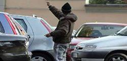 Estorsioni e minacce agli automobilisti! Espulsi 8 parcheggiatori abusivi a Napoli