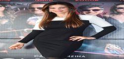 Manuela Arcuri bellissima per Non si ruba a casa dei ladri